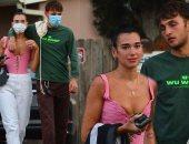 صور.. المغنية دوا ليبا وصديقها أنور حديد بالكمامات فى لوس أنجلوس