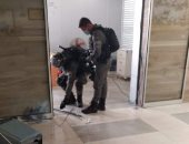 جنود الاحتلال يطلقون قنابل غاز ويقتحمون مستشفى فى القدس.. فيديو