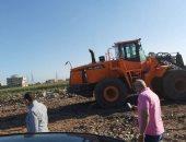 سكرتير عام الغربية يتابع أعمال رفع تراكمات القمامة بقناة طنطا الملاحية.. صور