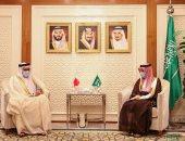 وزير خارجية السعودية يمنح نظيره البحرينى وشاح الملك عبدالعزيز من الدرجة الثانية..صور