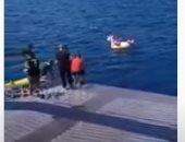 قائد سفينة يونانية ينقذ طفلة عمرها 3 سنوات تاهت وسط البحر.. فيديو وصور