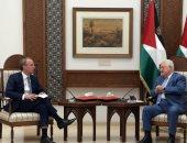 وزير خارجية بريطانيا يلتقى محمود عباس فى مستهل زيارته للأراضى المحتلة.. صور