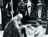 الصدفة لعبت دورها.. قصة حب تقود الملكة إليزابيث لعرش بريطانيا