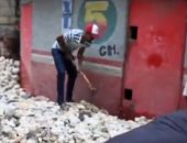"""الصخور تغلق مداخل البيوت فى هايتى بعد مرور العاصفة """"لورا"""".. فيديو"""