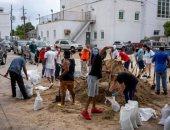 سكان لويزيانا الأمريكية يتسعدون لمواجهة إعصار لورا.. صور