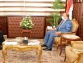 وزير التنمية المحلية يحذر: الدولة جادة فى منع أى تجاوزات بملف البناء