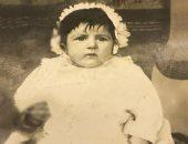 دلوعة السينما فى صورة نادرة خلال الأشهر الأولى من عمرها عام 1931
