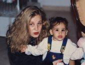 شيرين رضا تعبر عن اشتياقها لابنتها نور عمرو دياب بصورة من الطفولة