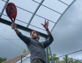 ولى عهد دبى يستعرض مهاراته في رياضة كرة المضرب.. صور