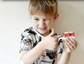 طفل ينقذ والدته من غيبوبة سكر بسبب لعبة سيارة إسعاف.. اعرف التفاصيل