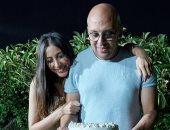 جنات تحتفل بعيد زواجها بصورة ورسالة رومانسية