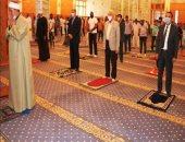 محافظ جنوب سيناء يؤدى صلاة الجمعة ويشيد بوعى المواطنين.. صور