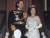 كتاب يكشف إجبار الملكة إليزابيث زوجها على ترك التدخين ليلة زفافهما.. اعرف السر