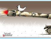 الاحتلال الاسرائيلى يواجه حمامة السلام بالدبابة فى كاريكاتير صحيفة أردنية 