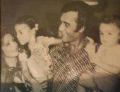 محمود ياسين مع أسرته من ألبوم الذكريات.. وابنته رانيا: ربنا يخليلى عائلتى