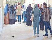 صور.. إقبال طلاب الثانوية العامة على معامل التنسيق للمرحلة الثانية بجامعة بورسعيد