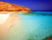 شاطئ روميل بمطروح يحمل اسم ثعلب الصحراء ويجمع كل فئات المجتمع