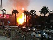 إلقاء القمامة عشوائيا يسبب حريقا بأرض فضاء في شارع الهرم.. صور