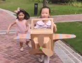 صينى يصنع ألعابا يدوية لابنته لإبعادها عن الهاتف المحمول.. فيديو