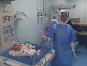 أطباء مستشفى الأقصر العام يجرون ولادة طبيعية لـ4 توائم بنجاح كبير.. صور