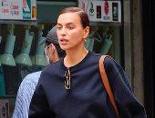 إيرينا شايك تخطف الأنظار فى شوارع نيويورك بسبب ملابسها.. صور