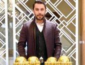 """أحمد حسن يسخر من سرقة كأس أمم أفريقيا على طريقة """"الرجل العناب"""".. فيديو"""