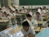"""معلمة صينية تبتكر طريقة جديدة لمنع تراخى التلاميذ فى الفصول """"فيديو وصور"""""""