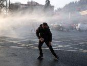 صور.. اشتباكات عنيفة مع الشرطة فى تشيلى مع عودة الاحتجاجات ضد الحكومة