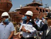 الفريق أسامة ربيع يتفقد ترسانة بورسعيد لمتابعة أعمال بناء القاطرات وسفن الصيد