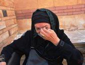 صور.. حضور أشرف زكى ومنير مكرم وبكاء رجاء حسين فى مقابر الراحلة عايدة كامل