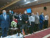 """محافظ بورسعيد يستقبل 100 شاب من مختلف محافظات مصر ضمن مبادرة """"شباب بيدير"""""""