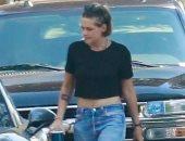 كريستين ستيوارت تدخن بشوارع أمريكا بعد إعلان تجسيد دور الأميرة ديانا.. صور