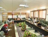 صور.. اجتماع جامعة أسيوط لمناقشة خطة عمل مركز تسويق الخدمات الجامعية