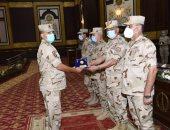 وزير الدفاع يلتقى مقاتلى الجيش الثانى ويشيد بدورهم فى تجفيف منابع الإرهاب