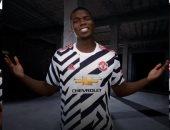 مانشستر يونايتد يطرح القميص الثالث لموسم 2021 للبيع.. صور