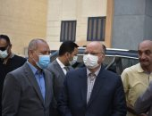 محافظ القاهرة يوجه بضرورة ارتداء الكمامة بالمدارس وكافة الأجهزة التنفيذية