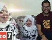 تهاني لا ترى لكنها علمت نفسها بالتليفون الناطق وتقدم برنامج على يوتيوب..فيديو