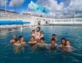 """حمام سباحة بنكهة البحر.. افتتاح أول """"ساونا عائمة"""" بالعالم فى بريطانيا.. ألبوم صور"""