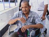 مواطن يدلى بصوته على كرسى متحرك فى الإسماعيلية
