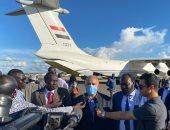 بالصور..وصول وزير الرى لجنوب السودان وتقديم شحنة مساعدات لمواجهة الفيضانات