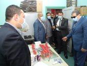 وزير القوى العاملة يتفقد أعمال لجنة الكشف عن تعاطى المخدرات بين العاملين