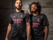 """ريال مدريد يكشف عن القميص الثالث للموسم الجديد.. ويؤكد: """"نرتديه بكل فخر"""""""