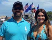 نجل ترامب برفقة صديقته كيمبرلي جيلفويل فى موكب القوارب.. صور
