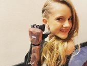 فتاة 14 عاما بأذرع آلية تقدم برنامجا تلفزيونيا فى بريطانيا.. صور وفيديو