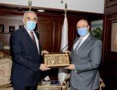 محافظ بني سويف يستقبل سفير العراق ويؤكد :  لدينا 3 جامعات مميزة وقبلة علمية