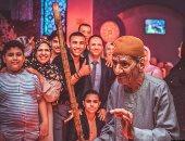 """حكاية صورة.. """"محمد"""" يشارك صورة لعجوز يتمسك بزيه التقليدى فى فرح أحفاده"""