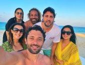 دنيا سمير غانم وكريم محمود عبدالعزيز وهشام ماجد يقضون آخر أيام الصيف بالساحل الشمالى