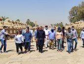وزير السياحة يصل معابد الكرنك لتفقد مشروع ترميم 29 كبشا.. صور