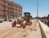 محافظ أسوان يعلن إعادة رصف طريق العلاقى و151 مليون جنيه لتطوير الطرق الرئيسية