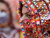 """ألوان ورقص وغناء.. هكذا يحتفل الهنود بمهرجان """"نافراتري"""" في عصر كورونا..ألبوم صور"""